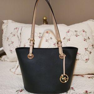 Beautiful Michael Kors shoulder bag